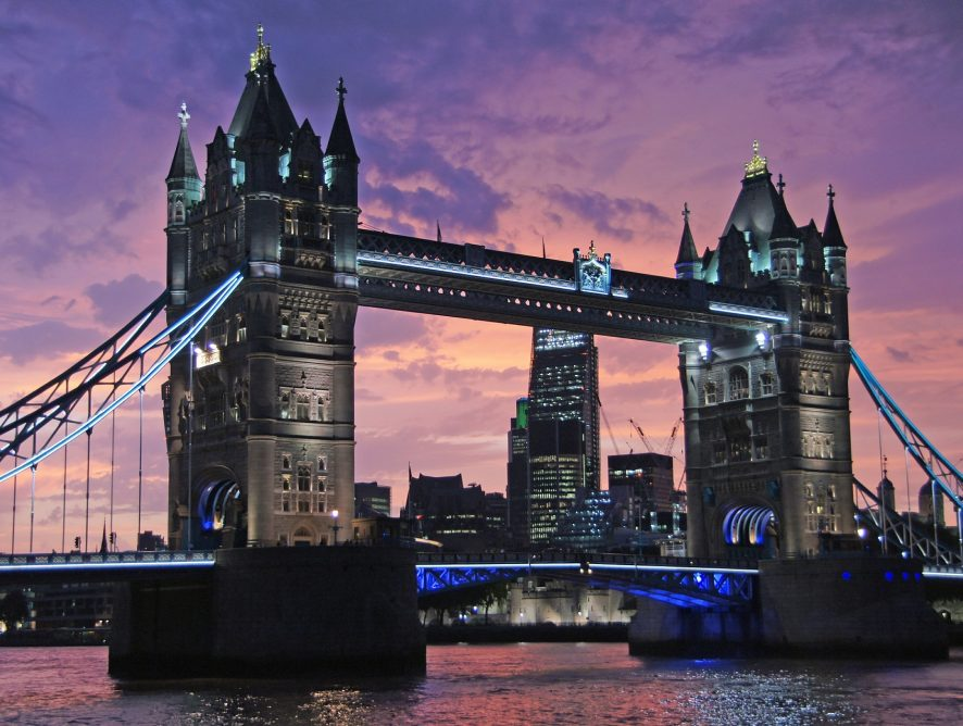 Emerging specializations, competences and firms' proximity in digital industries: The case of London